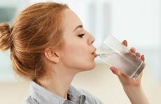 Lý do nên uống nước ấm ngay sau khi thức dậy