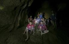 Thái Lan: Quyết đưa đội bóng thoát 'ngục nước'