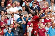 Liverpool đè bẹp West Ham, dẫn đầu Premier League