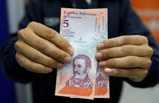 Venezuela 'tê liệt' vì tiền mới