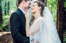Ngôi sao phim 'Tái bút, anh yêu em' làm đám cưới trong rừng