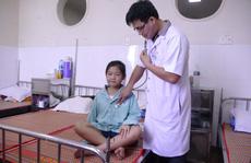 """Vụ cô bé mắc bệnh """"mồ hôi máu"""": Chưa có phác đồ điều trị"""