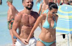 Giroud khoe cơ bụng 6 múi khi nghỉ dưỡng với vợ