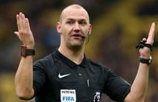 Giễu cợt người khuyết tật, trọng tài Premier League bị sa thải