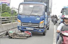 Xe tải tông vợ chết, chồng nguy kịch trên cầu vượt ngã tư Vũng Tàu