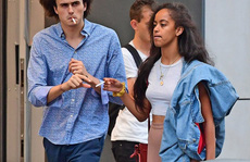 Con gái ông Obama bị bắt gặp hút thuốc nơi công cộng