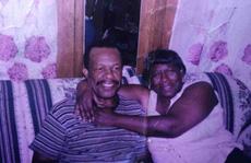 Chồng 98 tuổi mỗi ngày đi bộ gần 20 km tới bệnh viện thăm vợ