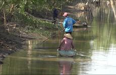 Bất chấp lệnh cấm, người dân vẫn dập dìu dùng xung điện 'tàn sát' cá