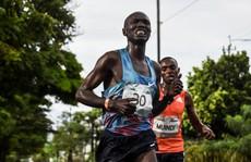 Thể thao cuối ngày: VĐV bán marathon bị xe tải tông trọng thương