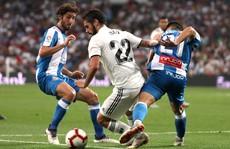 'Trợ lý' VAR đưa Real Madrid lên ngôi đầu La Liga