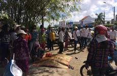 Người phụ nữ chết thảm sau khi va chạm với taxi