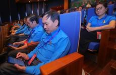 Đại hội XII Công đoàn Việt Nam: Tham khảo tài liệu qua máy tính bảng