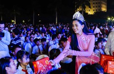 Hoa hậu Trần Tiểu Vy vui trung thu cùng trẻ em Quảng Nam