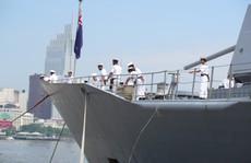Nữ thuyền trưởng chỉ huy tàu Hải quân New Zealand cập cảng Sài Gòn