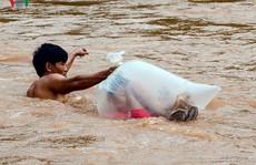 Vụ học sinh chui túi nilon qua suối: Lãnh đạo Điện Biên nói gì?