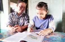 Trao học bổng 'Chắp cánh ước mơ': Tiếp sức con công nhân vệ sinh đến trường