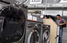 Máy giặt, pin mặt trời thành nạn nhân của 'nước Mỹ trên hết'