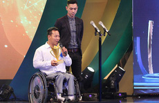 Lực sĩ khuyết tật Lê Văn Công làm việc nghĩa mùa đại dịch