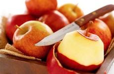 Ăn táo buổi tối tương đương với hấp thụ 'chất độc'?