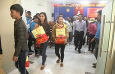 Niềm vui của  công nhân khó khăn tại Khánh Hòa khi được nhận quà Tết