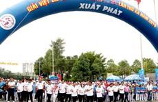Hơn 8.000 người tham dự giải việt dã 'Chào năm mới'