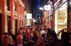 'Kẻ thù' mới của phố đèn đỏ Amsterdam