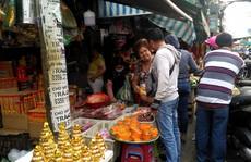 Chen lấn mua đồ cúng ông Táo