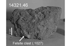 Nhặt được viên đá cổ xưa nhất Trái Đất... trên mặt trăng