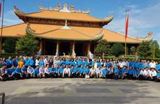 Cán bộ Công đoàn TP HCM dâng hương tại Đền Tưởng niệm liệt sĩ Bến Dược