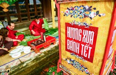 Cảnh gói bánh kiểu cung đình xưa ở cố đô Huế