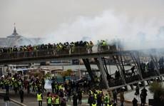 Biểu tình áo ghi-lê vàng 'nổi lửa' bạo lực, đòi Tổng thống Pháp từ chức