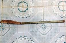 """Cầm dao dài 1 m xông vào trụ sở phường tìm chủ tịch để """"nói chuyện"""""""