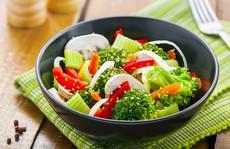 Cách ăn rau tưởng ngon, lành mạnh nhưng 'phá hoại' cơ thể bạn