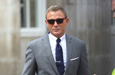 """Đoàn phim """"James Bond"""" khiến căn cứ không quân khốn đốn"""