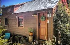 Căn nhà gỗ 40 m2 kiểu Mỹ đầy đủ tiện nghi cho 2 người