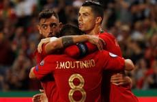 Ronaldo ghi bàn thứ 699, Bồ Đào Nha chờ 'chung kết sớm' bảng B