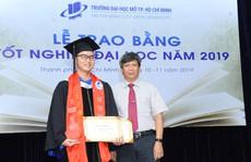 Trường ĐH Mở TP HCM khen thưởng 112 sinh viên tốt nghiệp