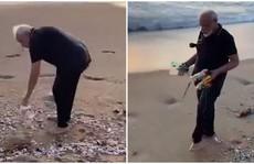 Thủ tướng Ấn Độ không ngại nhặt rác 30 phút trên bãi biển