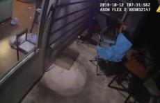 Mỹ: Cảnh sát bắn chết người phụ nữ da màu ngay tại nhà