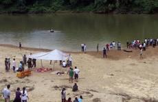 Đi đá bóng về rủ nhau tắm sông, 3 học sinh chết đuối