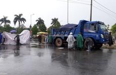 Cô gái trẻ bị xe tải chở cát tông tử vong