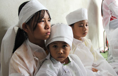 Vụ 2 vợ chồng và con trai chết thảm dưới bánh ôtô: Thương xót 3 đứa trẻ bỗng chốc mồ côi