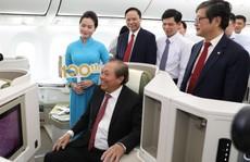 Phó Thủ tướng ngồi thử 'siêu máy bay', chiếc máy bay thứ 100 của Vietnam Airlines