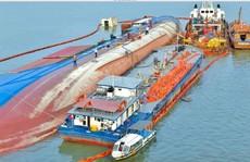 Thu gom 130 tấn dầu từ vụ chìm tàu trên sông Lòng Tàu