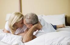 Vợ trẻ mong con, quý ông 60 có cần 'quyền trợ giúp'?