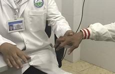 Uống 'thuốc  lạ' người đàn ông bị rút gân 1 cách đáng sợ