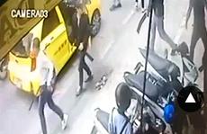 Hàng chục côn đồ xông vào quán ăn chém loạn xạ, 5 người trọng thương