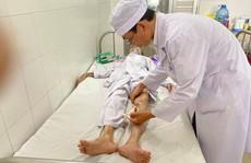 60 phút phẫu thuật gay cấn cứu lấy bàn chân tím tái của cụ bà 104 tuổi