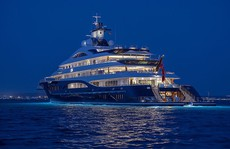 Có gì trong siêu du thuyền dài nhất thế giới có cả sân đáp trực thăng?