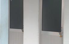 Nhà vệ sinh bệnh viện khóa cửa